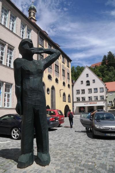 독일 바바리아의 중세 도시 란츠버그 중심가. 지역 아티스트의 목조각이 거리에 생동감을 불어넣는다. ⓒ박선이