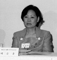 인력관리 전문가 이순훈 씨는 다양한 국제적 경험을 바탕으로 한국의 인력관리, 그중에서도 특히 여성인력 관리에 큰 관심을 표한다.