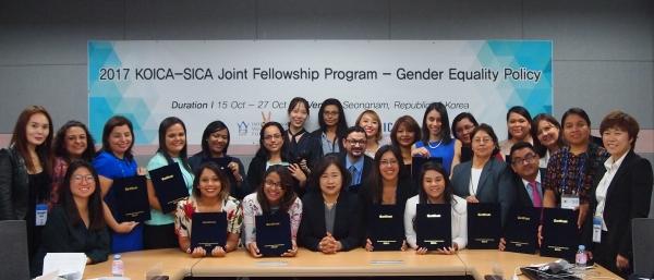 국제여성가족교류재단은 한국국제협력단(KOICA)과 함께 중미 6개국 및 중미통합체제(SICA) 공무원들을 초청해 지난 15일부터 27일까지 양성평등 정책을 주제로 'KOICA-SICA 특별연수'를 실시했다. ⓒ국제여성가족교류재단 제공