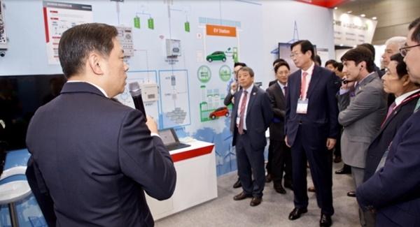 한전KDN은 11월 1일부터 3일까지 광주 김대중컨벤션센터에서 진행되는 국제 전력기술 박람회 '빅스포 2017'에 참가했다. ⓒ한전KDN