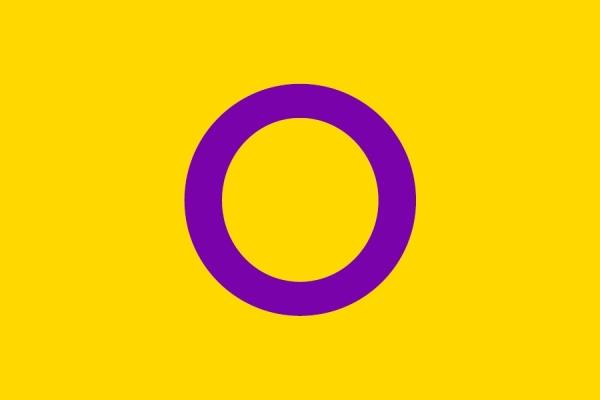 호주의 간성 단체 '인터섹스 인터네셔널 오스트레일리아'가 2013년 만든 깃발. 노란색은 분홍도 파랑도 아닌 자웅동체의 색을, 보라색은 성소수자의 색을 나타내며 원은 꺾이지 않고 감추지 않는 이들의 잠재력을 상징한다.