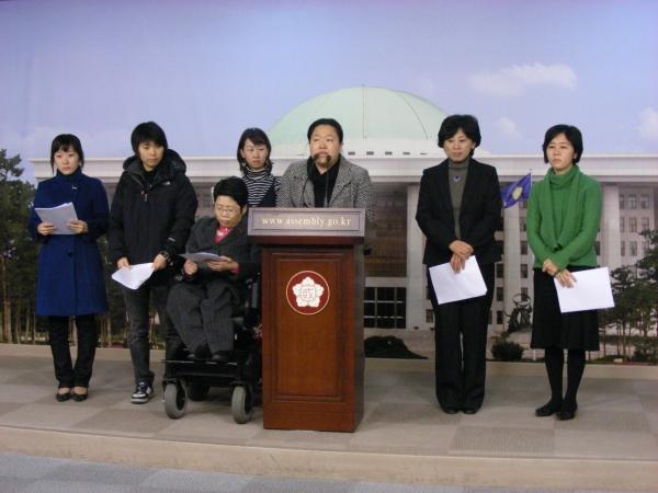 2008년 2월 12일 군가산제 부활안을 반대하는 여성장애단체 공동기자회견 ⓒ한국여성단체연합