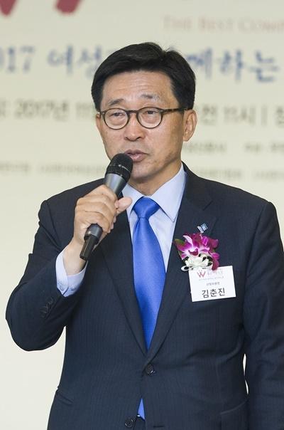김춘진 선정위원장이 축사를 하고 있다. ⓒ이정실 여성신문 사진기자