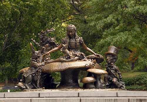 센트럴파크 내에 있는 '이상한 나라의 앨리스' 동상. ⓒcentralparknyc.org