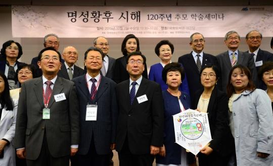 7일 서울 여의도 국회 도서관 강당에서 열린 '명성황후 시해 120주년 추모 학술세미나'에서 참석자들이 자리를 함께 했다. ⓒ뉴시스