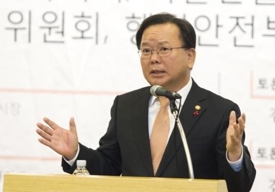 김부겸 행정안전부 장관이 축사를 하고 있다.