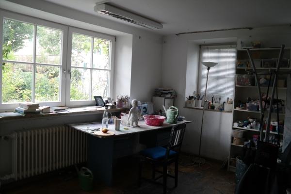 김영희의 작업실은 부엌 바로 옆에 있다. 펜징의 이 집에서 살아온 지난 30여년 간, 하루 중 대부분을 작업실과 부엌에서 살았다. ⓒ박선이