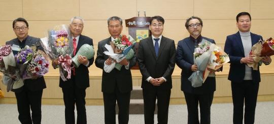 왼쪽부터 최한선씨, 김덕기씨, 김대석씨, 이재영 전남도지사권한대행, 김철웅씨, 이윤천씨 ⓒ전라남도