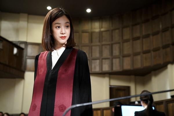 KBS2 '마녀의 법정'의 주인공으로, 출세 지향적이며 법정에서 승리하기 위해 물불을 가리지 않는 마이듬(정려원)은 공중파 드라마에선 쉽게 볼 수 없던 캐릭터다. ⓒKBS2TV