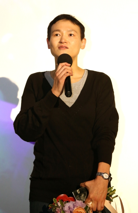 올해의 여성영화인상에서 기술상을 수상한 엄혜정 촬영감독이 수상소감을 말하고 있다.