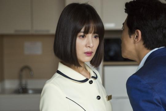 신수원 감독의 여성영화 '마돈나'에서 여성들의 연대를 보여주는 서영희.