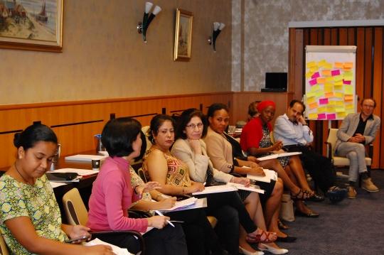 유엔 안보리 1325호 관련 국제협의회에 참석한 세계 각 국의 평화활동가들이 토론을 하고 있다. ⓒ무장갈등예방을위한글로벌파트너십