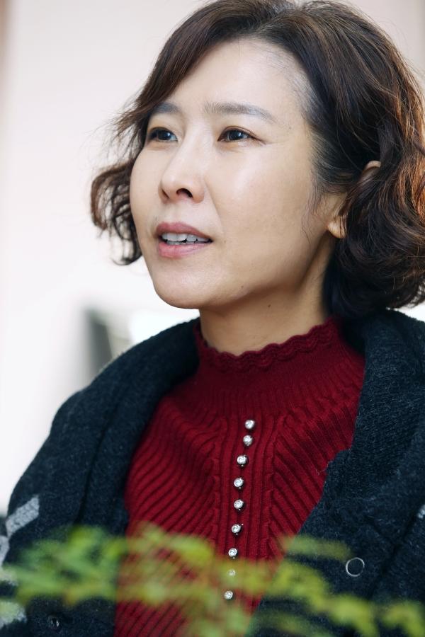 지난 2일 여성신문과 인터뷰 중인 이현재 교수. ⓒ이정실 여성신문 사진기자