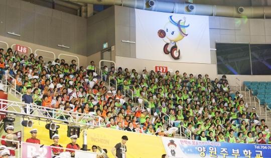'2014 인천세계휠체어농구세계선수권대회'가 5일 인천 부평구 삼산월드체육관에서 대단원의 막을 올렸다. 이번 대회는 역대 최대규모인 16개국 500여 명 선수단이 참가했다. ⓒ이정실 여성신문 사진기자