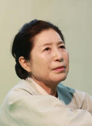 연극 거짓말쟁이 여자, 영자에서 영자 역을 열연한 배우 박승태.