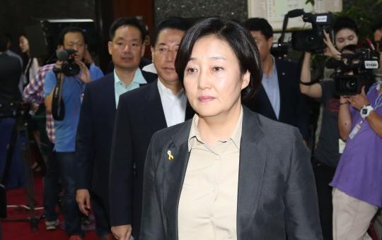 박영선 새정치민주연합 공감혁신위원장이 11일 국회에서 열린 의원총회에 참석하고 있다. ⓒ뉴시스·여성신문
