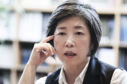 국내 유일의 공연예술종합잡지 월간 객석의 이형옥(59) 편집인을 지난 8월 25일 서울 종로구 동숭동 객석 빌딩 4층에서 만났다.