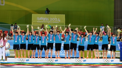 한국 여자 핸드볼 청소년대표팀이 25일(현지시간) 난징시 지앙닝스포츠센터에서 열린 제2회 난징하계청소년올림픽대회 여자핸드볼 결승에서 강호 러시아를 32-31 근소한 차이로 꺾고 정상에 올랐다. ⓒ대한체육회