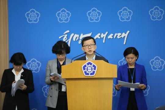 9월 22일 오전 서울 종로구 정부청사별관 2층 브리핑룸에서 심보균 여성가족부 기획조정실장이 2015년도 여성가족부 예산안을 발표하고 있다. ⓒ여성가족부
