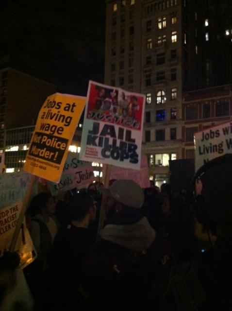 흑인 청년을 총으로 사살한 백인 경관에 대한 불기소 결정 이후 미 전역으로 시위가 확산되는 가운데 11월 25일 뉴욕 맨해튼에서도 시위가 있었다. ⓒ뉴시스·여성신문