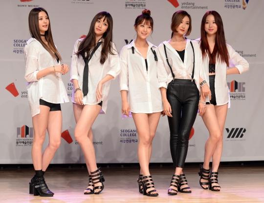 EXID가 위 아래로 SBS 인기가요에서 1위에 올랐다.