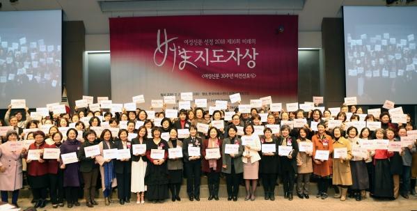 이날 참석자들은 검찰 내 성추행을 폭로한 서지현 검사를 응원하는 메시지를 담은 #미투 캠페인에 동참했다. ⓒ이정실 여성신문 사진기자