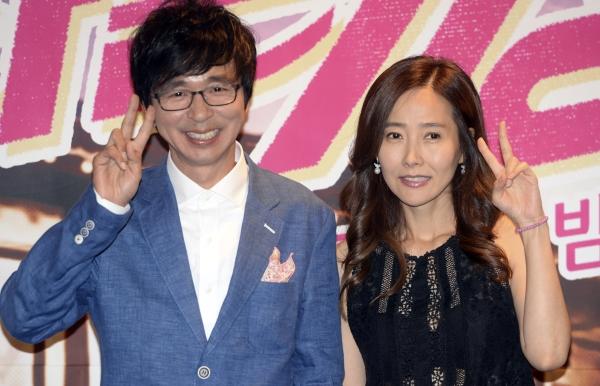 개그맨 김국진과 가수 강수지가 2년 간의 열애 끝에 오는 5월 결혼한다는 소식을 전했다. ⓒ뉴시스
