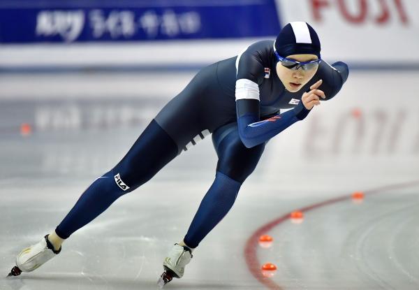 지난해 2월 21일 일본 훗카이도 오비히로 오벌에서 열린 2017 삿포로 동계안시안게임 스피드스케이팅 여자 1500m 경기, 한국 노선영이 빙판을 질주하고 있다. 노선영은 2분1초69를 기록했다. ⓒ뉴시스·여성신문