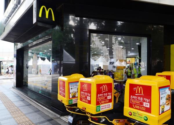 맥도날드가 오는 15일부터 제품 가격을 100~300원 인상한다고 밝혔다. ⓒ뉴시스