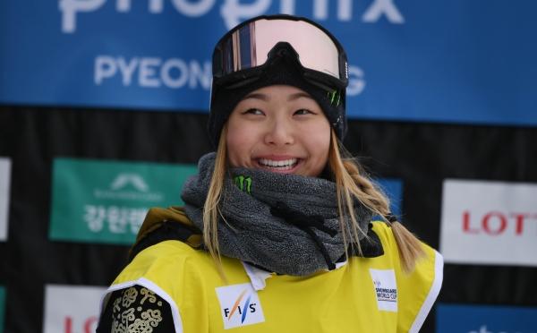 클로이 김(18)이 13일 평창 휘닉스 스노파크에서 열린 2018 평창 동계올림픽 스노보드 하프파이프 여자 결승전에서 최종 점수 98.25점을 기록하며 금메달을 차지했다. ⓒ뉴시스
