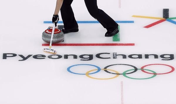 한국은 16일 오후 강릉컬링센터에서 열린 여자컬링 4인조 예선 3차전에서 세계랭킹 2위 스위스에 7대5로 승리했다. ⓒ뉴시스