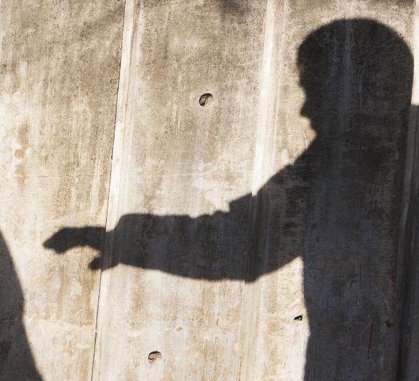 경범죄로 취급돼 10만원 이하의 벌금형에 그쳤던 스토킹 범죄에 최대 징역형까지 내리는 방안이 추진된다. ⓒ이정실 여성신문 사진기자