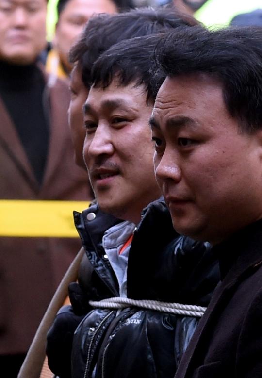 경기 안산 인질살인극의 피의자 김상훈이 웃음 짓고 있다. ⓒ뉴시스·여성신문