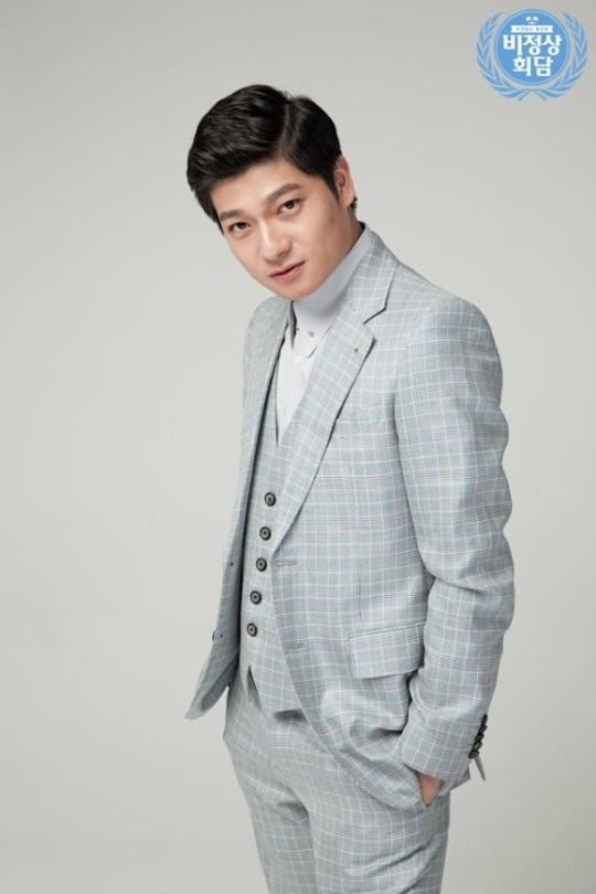 JTBC의 예능 프로그램 비정상회담에 출연 중인 중국 대표 장위안