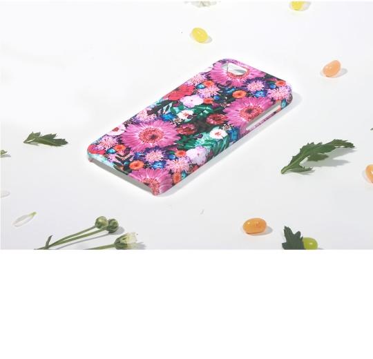 마리몬드가 제작 판매하는 고 심달연 할머니의 병화 스마트폰 케이스.