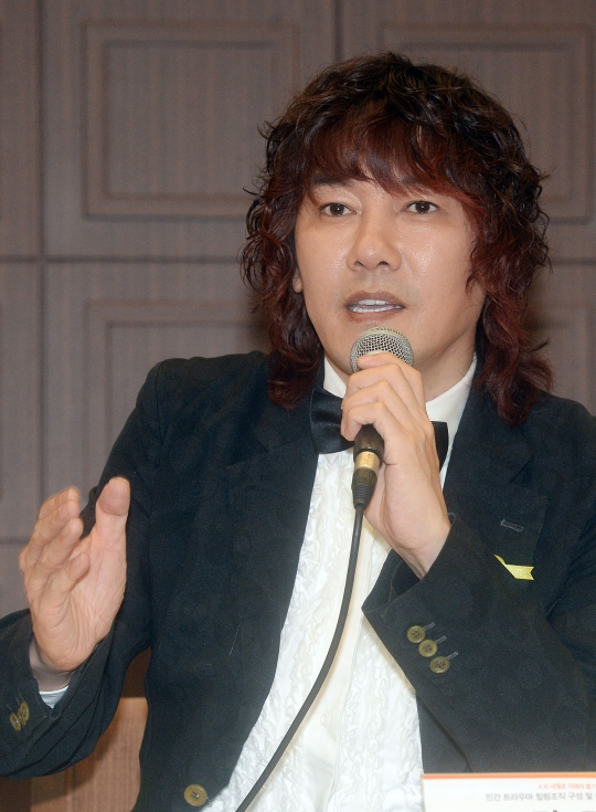 가수 김장훈이 기내 흡연 사건에 대한 사과글을 페이스북에 올렸다. ⓒ뉴시스·여성신문
