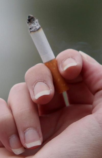 남성 흡연율은 떨어지는 반면, 19~39세 젊은 여성들의 흡연율 늘고 있어 금연 정책에도 성인지적 관점이 필요하다는 지적이 나왔다. ⓒ뉴시스·여성신문