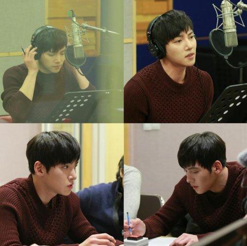 지창욱이 드라마 힐러의 OST 지켜줄게를 녹음하는 비하인드 사진