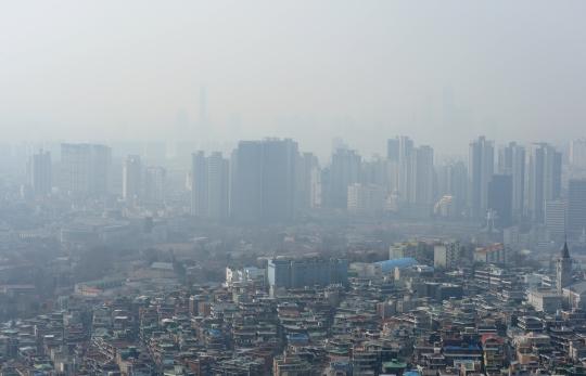 미세먼지가 짙게 낀 서울 하늘 ⓒ뉴시스.여성신문