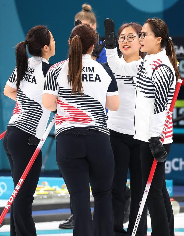 평창올림픽의 한국 국가대표 여성 컬링팀 ⓒ뉴시스·여성신문