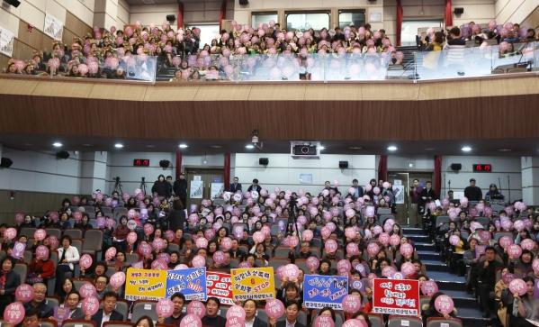 한국노총 전국여성노동자대회가 8일 서울 마포구청 대강당에서 열렸다. ⓒ이정실 여성신문 사진기자