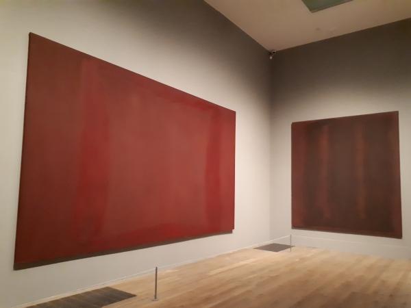 테이트모던의 로스코 컬렉션. 밀도 높은 색채의 작품들이 내면의 대화를 이끌어낸다. ⓒ박선이 교수