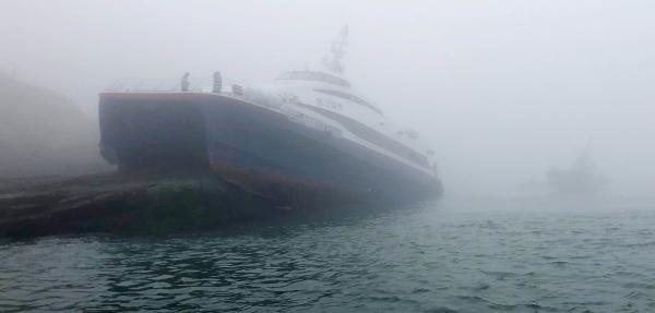 25일 오후 3시47분께 전남 신안군 흑산도 북동쪽 해상에서 여객선 핑크돌핀호(223t급)가 암초에 좌초되는 사고가 발생해 승객과 선원 163명 중 6명이 부상했다. ⓒ목포해경 제공
