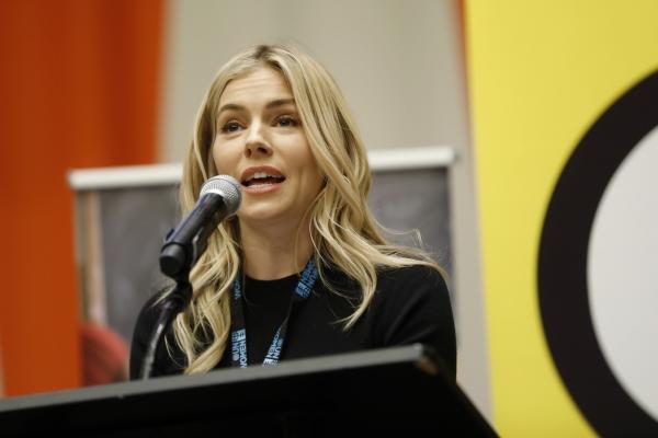 언론 가십의 희생자로서 사생활 보호법 개정에 앞장서고 있는 배우 시에나 밀러. ⓒUN Women/Ryan Brown