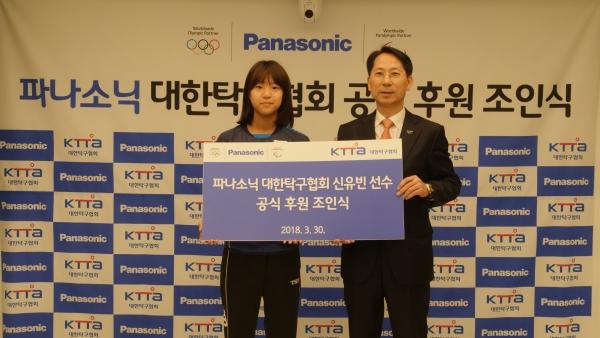 신유빈 선수(왼쪽)과 노운하 파나소닉코리아㈜ 대표 ⓒ파나소닉코리아