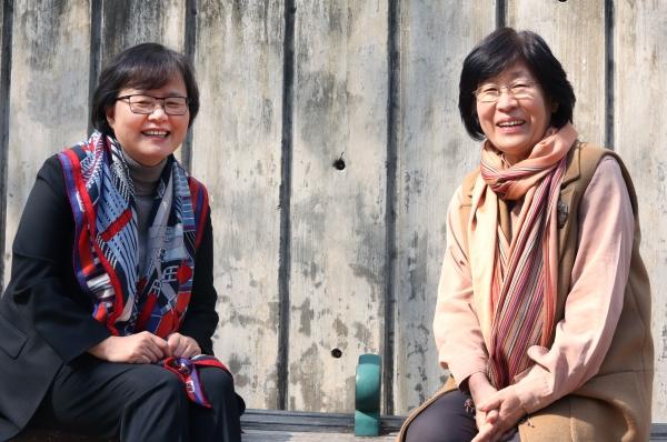 (왼쪽부터) 이은정 베를린자유대 한국학연구소장과 장필화 이화여대 여성학과 명예교수 ⓒ이정실 여성신문 사진기자