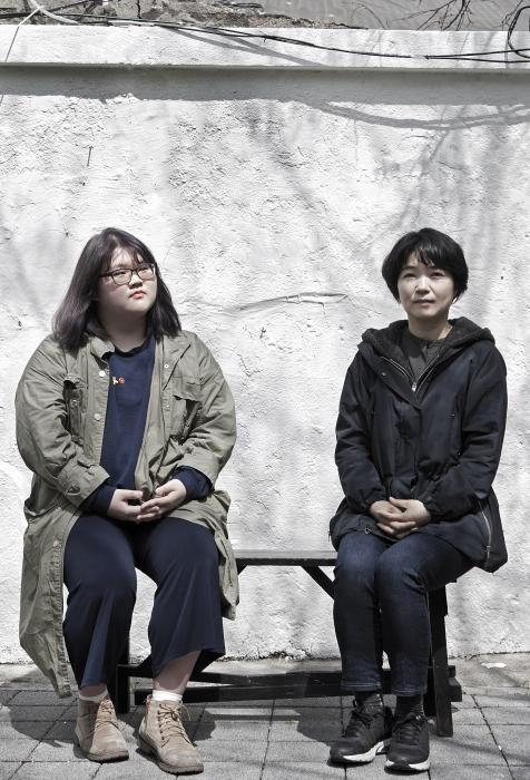 (왼쪽부터) 오지수 감독과 주현숙 감독 ⓒ이정실 여성신문 사진기자