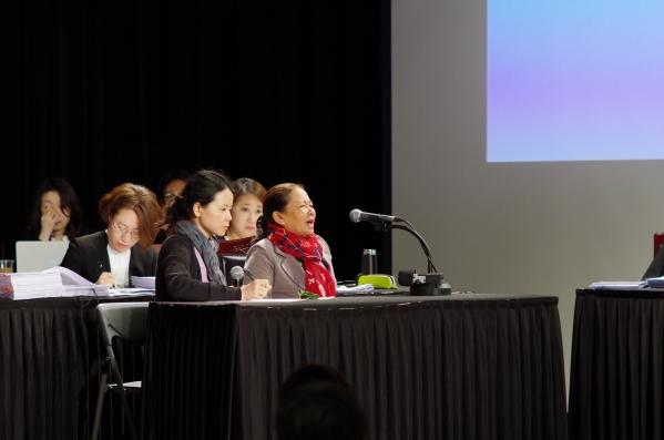 퐁니·퐁넛 학살 생존자 응우옌 티 탄(57) 씨가 당시 상황을 진술하며 눈물을 흘리고 있다. ⓒ시민평화법정 준비위원회