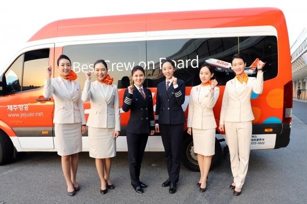 4월 18일 오후 8시 40분 인천을 떠나 태국 방콕으로 향한 제주항공 7C2205편의 운항승무원(기장·부기장) 2명은 모두 여성이었다. ⓒ제주항공