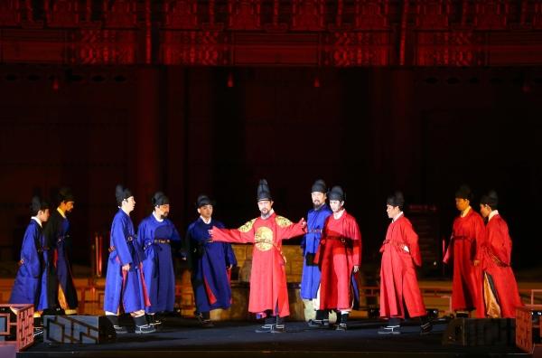 문화재청 주최, 한국문화재재단이 주관하는 2018년 제4회 궁중문화축전이 28일 저녁 경복궁 흥례문 광장에서 개막했다. 사진은 개막제 '세종 600년, 미래를 보다' 공연 모습. ⓒ한국문화재재단 제공
